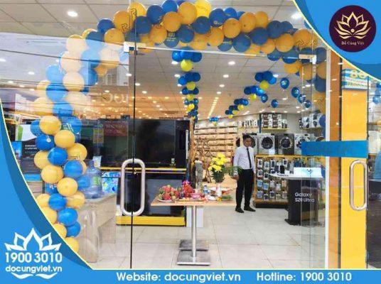 Buổi cúng khai trương cửa hàng chi nhánh của Điện máy Xanh