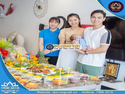 Gia đình Jay Quân - Chúng Huyền Thanh cùng NV Đồ Cúng Việt